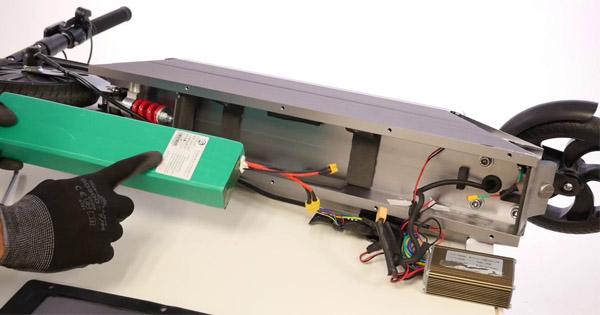 changer-batterie-trottinette-électrique