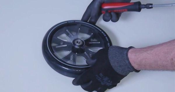 changer-roue-trottinette-électrique